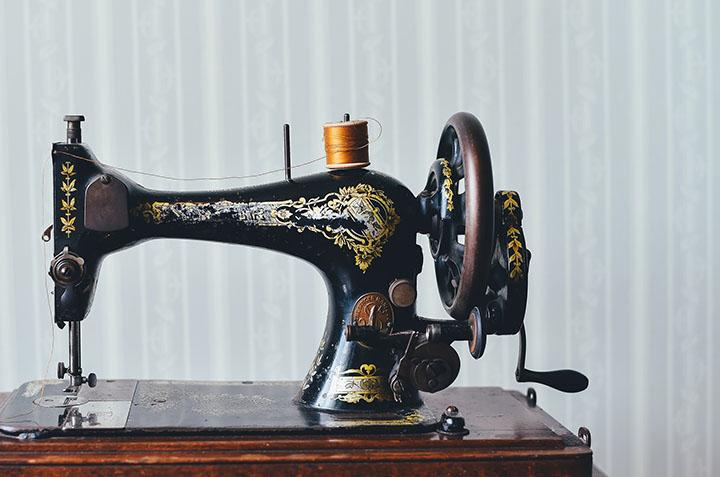 En gammal symaskin