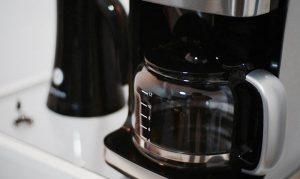 En kaffebryggare men glaskanna.